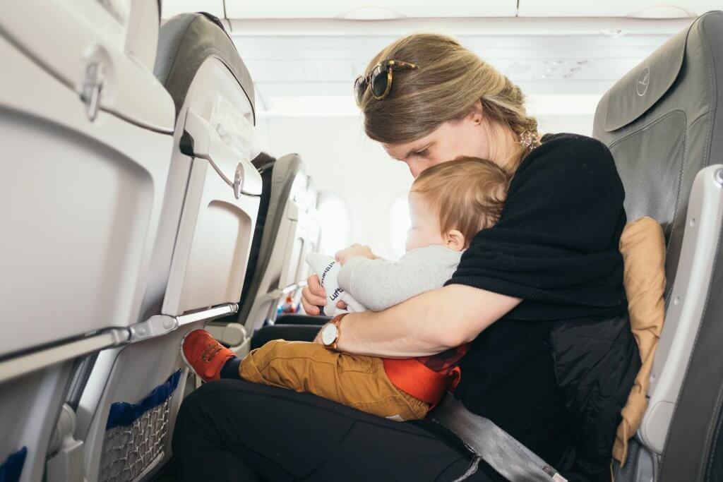 Beebi või väikelapsega lennukisse