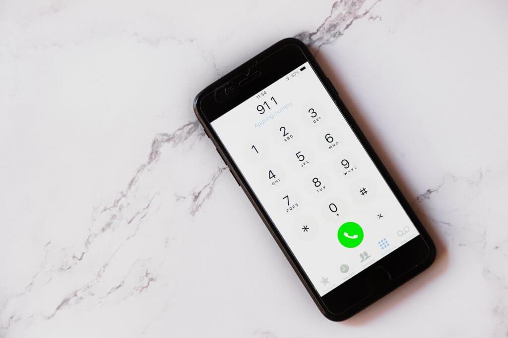 Mida peaksid oma telefoni kiirkontaktidesse lisama enne välismaale minekut